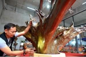 一吨重金丝楠阴沉木现身襄阳 属罕见珍贵木材