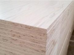 长期大量供应杨木多层家具板