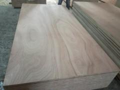 高档细木工板表面平整,无翘曲、无变形