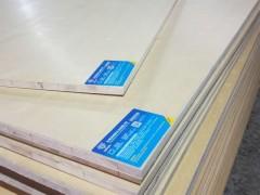 隆辰细木工板:质轻、易加工、握钉力好、不变形等优点