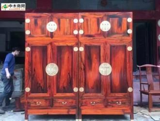大红酸枝衣柜