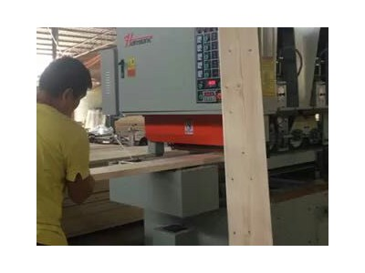 青岛鸿运昌木业机械设备有限公司_砂光机视频3