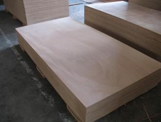 包装板用实木好还是胶合板好?