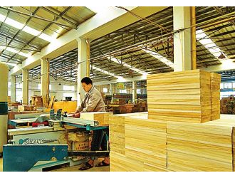 丰县多家木材加工企业与南京林业大学达成校企合作协议