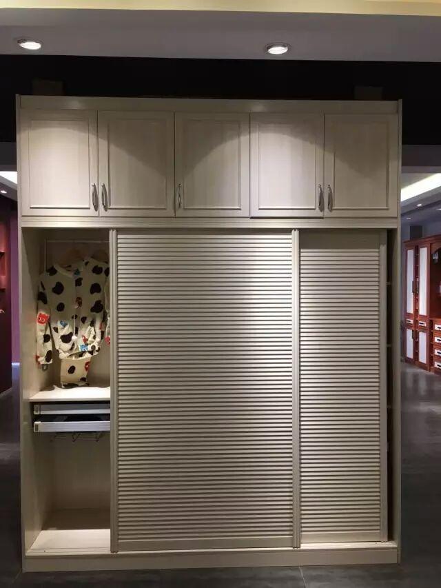 香港笑山虎-开门型材装饰衣柜定制
