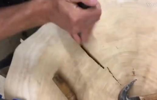 木材有了裂缝要怎么修才不违和? 还有这种操作!
