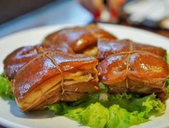 柏木熏技法的代表产品柴沟堡熏肉 熏五花肉,熏鸡,熏兔,熏牛肉,熏羊肉,熏大肠,熏猪肚等