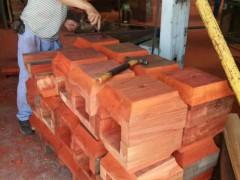 红花梨仿古门窗 实木柱子车圆加工多少钱一米