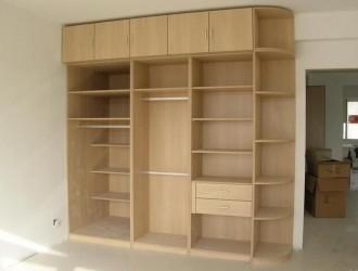 衣柜几乎没人这样打了,这半圆角太土!但木工说实用,你家装了吗
