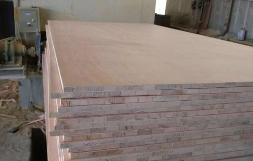山东细木工板砂光视频_东明山邦木业