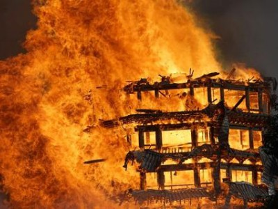 """四川""""亚洲最高木塔""""灵官楼被火烧毁,木建筑这么容易起火,中国古人为什么要用木头建房呢?"""