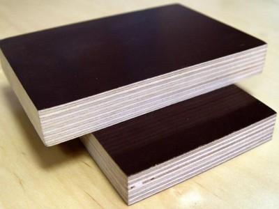 建筑模板的密度是多少?