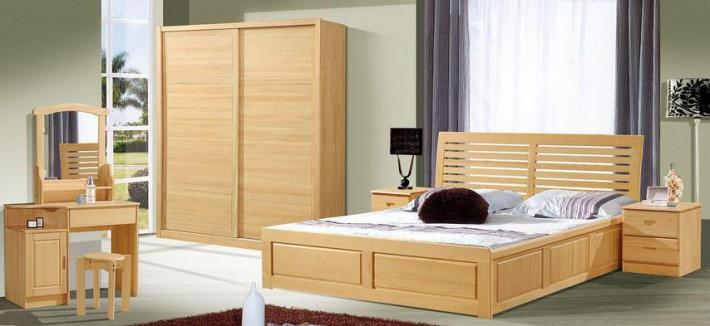 大多数松木家具造型朴实大方、线条饱满流畅,少加雕饰的加工手法环保健康