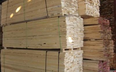 新西兰松防腐木原木厂家批发
