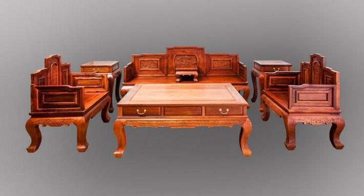 艺术审美价值。红木家具通过造型、雕刻展示清润