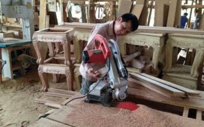 云南巍山县7家木材加工