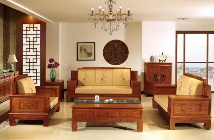 对家具进行清洁保养时,一定先要确定所用的抹布是否干净