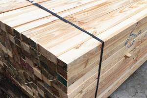 厂家直销辐射松方料实木订做建筑主梁建筑工地专用松木方定尺加工