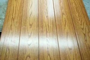 纯实木地板压花橡木纹