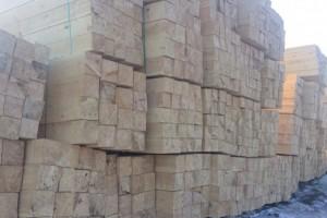 二连浩特边合区组织木材