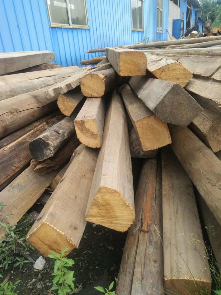 """木材中的""""拆房级老料""""是什么意思?真正的拆房老料小叶紫檀有吗"""