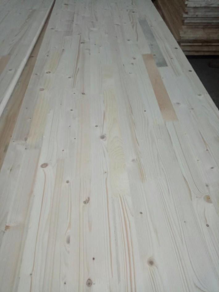 松木指接板/指节条是近几年比较受到消费者欢迎的一类装修材料