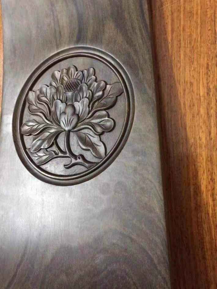 广东邦业貿易有限公司,主要经营进口所罗门大叶紫檀原木及大叶紫檀家具