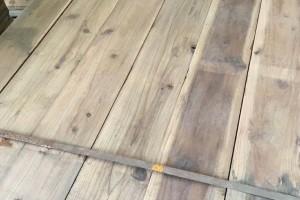 三层实木地板的面板、芯层和底层有什么要求?