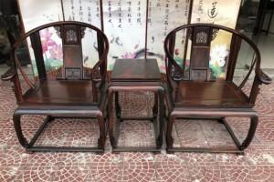 老挝大红酸枝老黑料皇宫椅三件套,全独板无拼无补,脚花一体,纹理漂亮