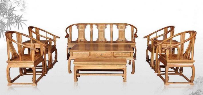 金丝楠木家具质地温润、细腻,触之犹如抚摸小孩的皮肤,有很嫩,很滑的感觉。