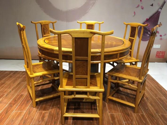 金丝楠木餐桌