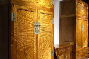 金丝楠木衣柜,顶箱柜,家具收纳柜枯木料侧门全独板顶箱柜配二联柜图片