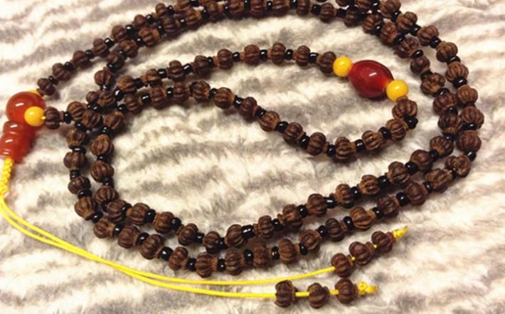 宝莲灯菩提子因其外形酷似古代佛教法器中的宝莲灯而得名
