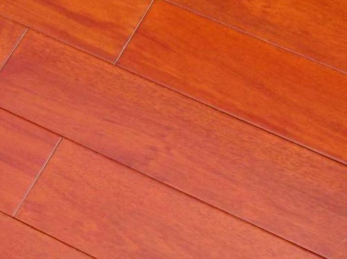 三层实木复弁地板的底层常用材种为