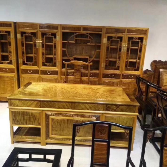 金丝楠木书柜