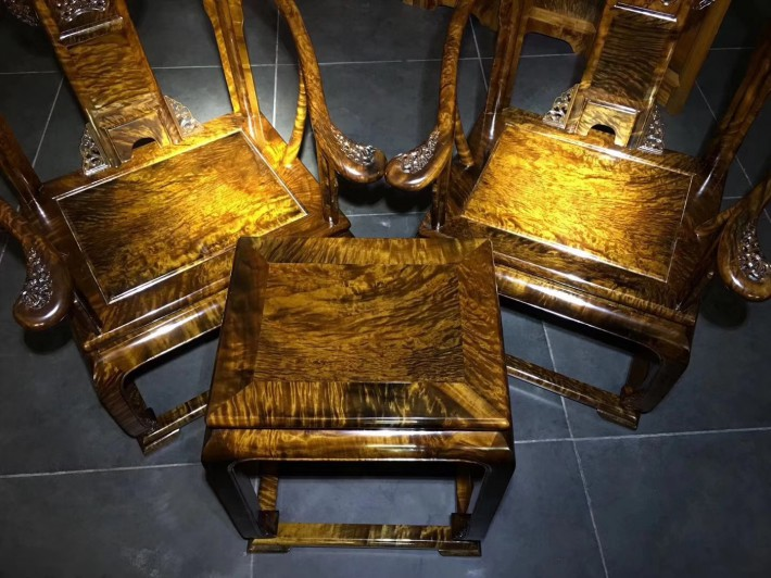 雕花太师椅