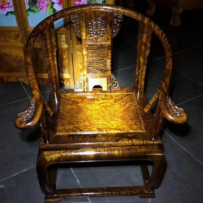 阴沉木圈椅