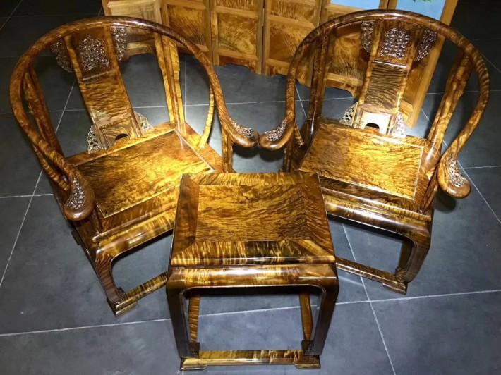 金丝楠木圈椅