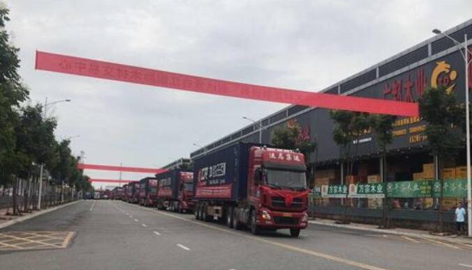 中欧班列(成都)国际木材集散中心挂牌成立
