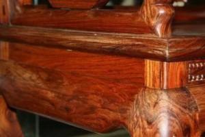 购买红木家具的时候,有什么小技巧可以辨别真假?