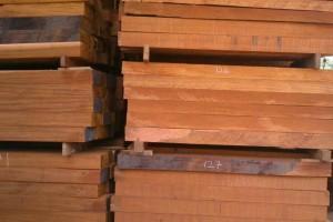 桃花芯木做家具好不好啊?是不是红木啊?