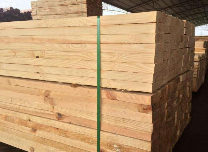 俄罗斯樟子松樟子松建筑木方心材淡红褐色
