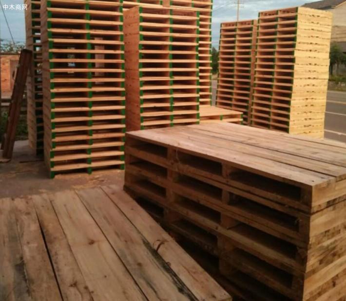 木托盘有哪些规格尺寸?木托盘尺寸在全球主要分为三大类: