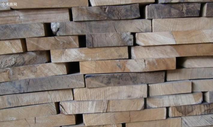 各种规格的榆木烘干板材