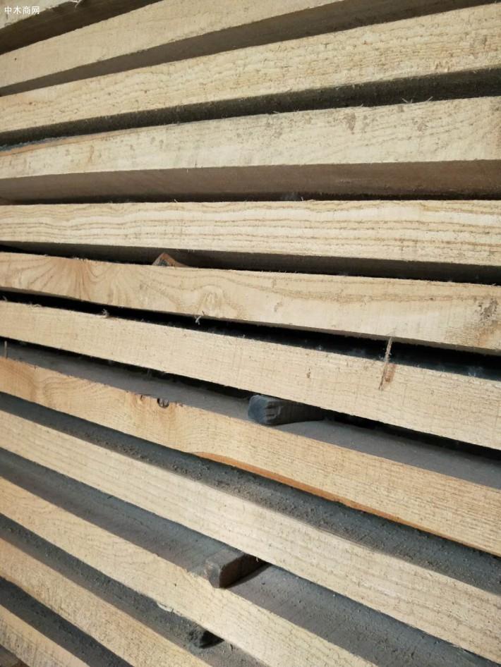 河南省漯河市临颍县建淼木业加工厂是白椿木烘干板材