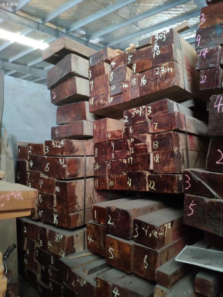 缅甸柚木实木板材使用时间越长颜色将会越金黄