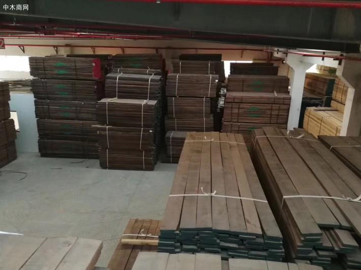 美国黑胡桃木板材的颜色