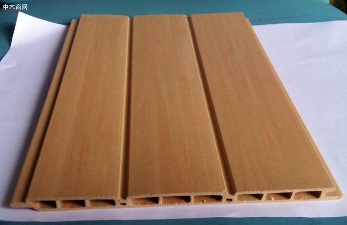 产品是用木纤维同塑料混合加温融合注塑而成的材料