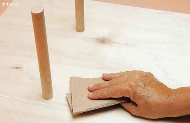 湿砂用水砂纸醮水或肥皂水打磨的缺点是工作效率低