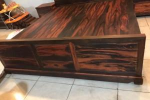 大红酸枝黑红料国色天香大床,三件套,尺寸:180x200